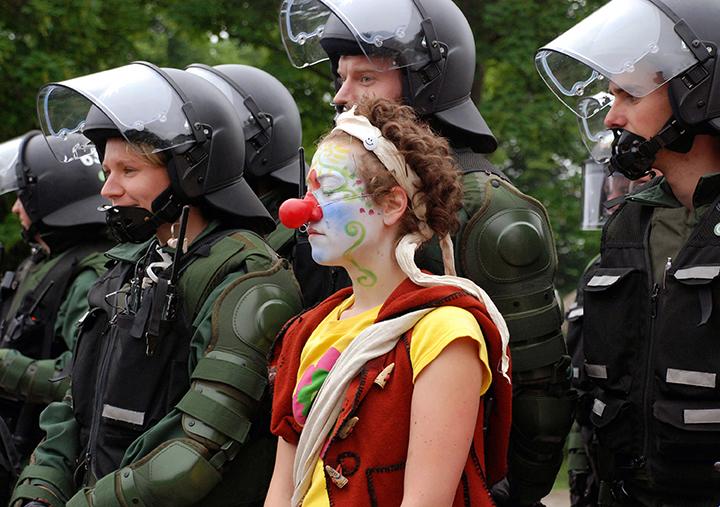 *10 * G8 Riot Clown