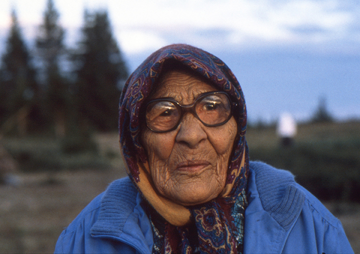 Elder women attends the First Annual Whapmagoostui (Great Whale) Gathering Quebec, Canada 1993 Photo: Langelle